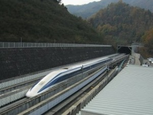 https://artikelbusuk.files.wordpress.com/2011/05/jr-maglev-mlx01-2.jpg?w=300